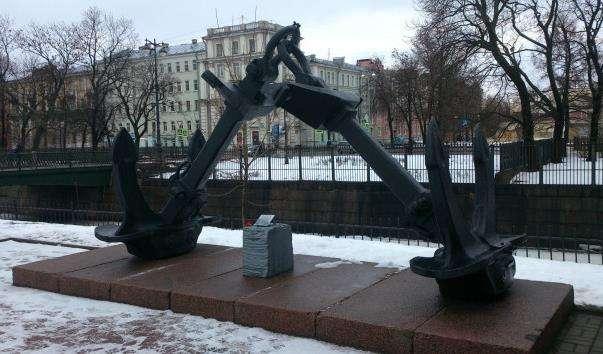Якоря і бронь корабля «Жовтнева революція»