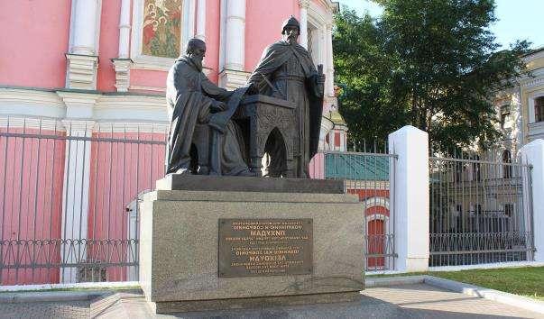 Памятник ченцям-просвітителів братів Лихудам