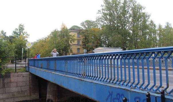 Синій міст через Обвідний канал