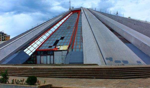 Будівля Піраміда