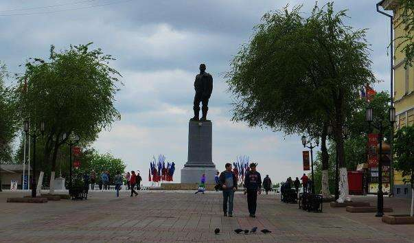 Памятник Валерію Чкалову