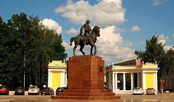 Памятник князю Олегу Рязанському