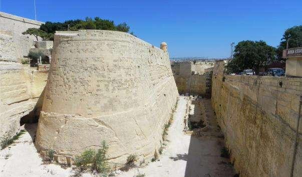 Фортечні стіни