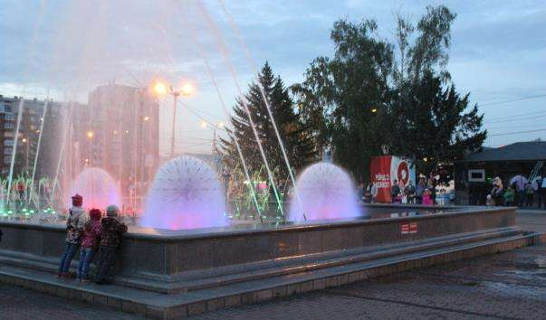 Світломузичний фонтан на Театральній площі