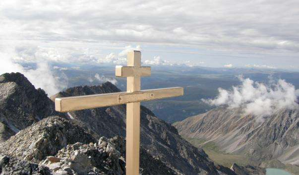 Гірська вершина Мунку-Сардик