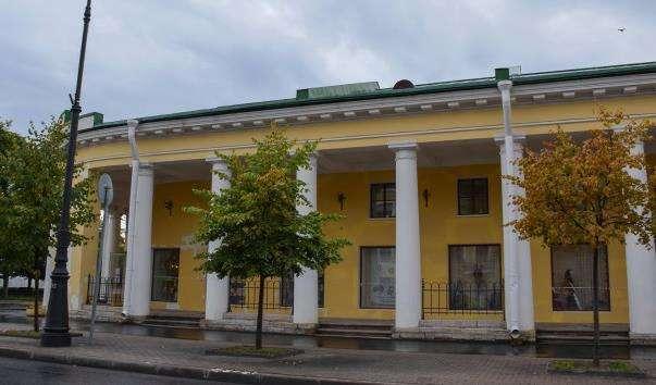 Гостинний двір в Кронштадті