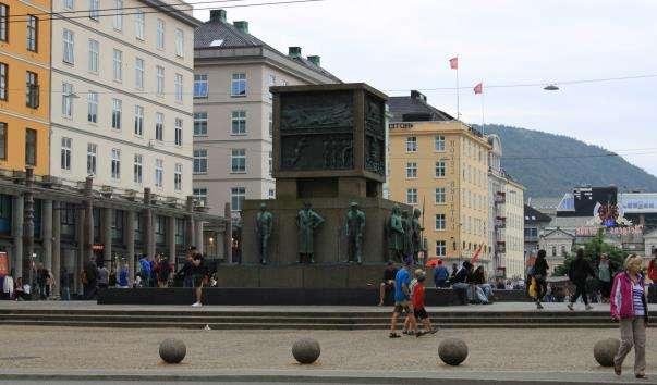 Памятник морякам