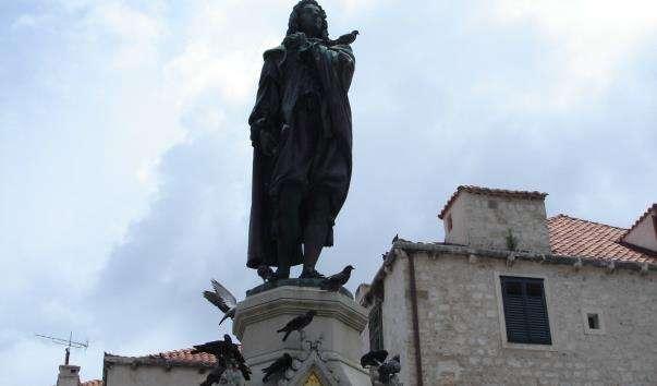 Памятник Івану Гундуличу