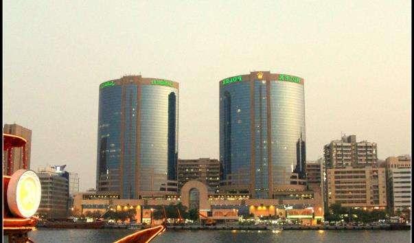 Будівлі Twin Towers в Дубаї