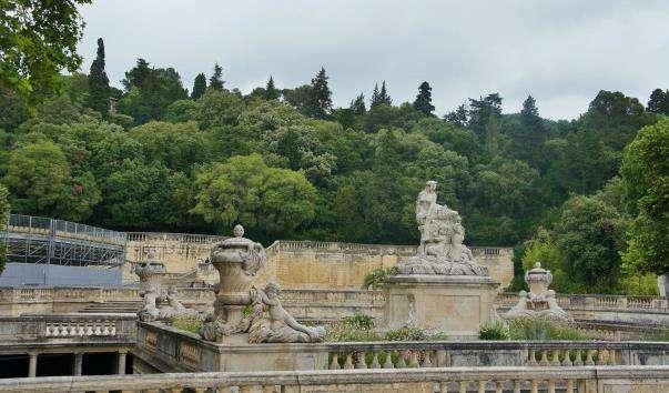Сад фонтанів у Німі
