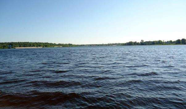 Міське озеро в Гусак-Кришталевому
