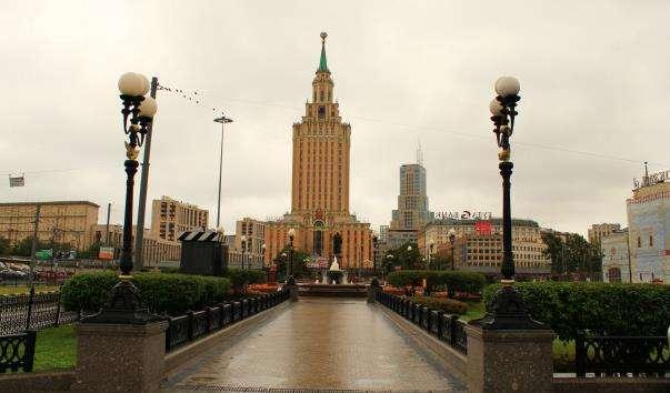 Сквер біля памятника П. П. Мельникову