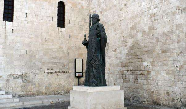 Памятник св. Миколая у Барі