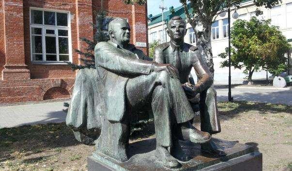 Памятник Корольову і Гагаріну