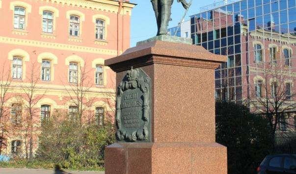 Памятник Петру I у Сампсониевского собору