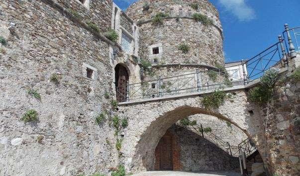Замок Фердинанда Арагонського