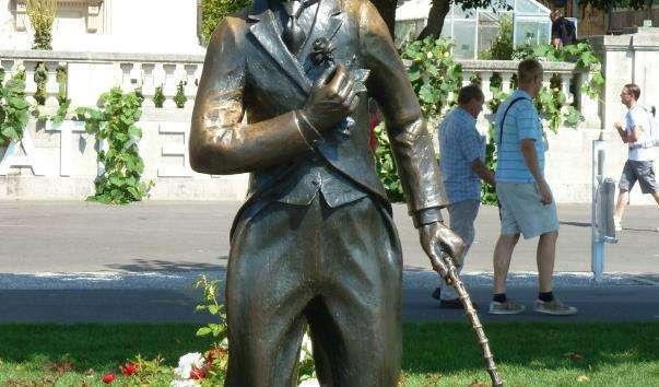 Памятник Чарлі Чапліну