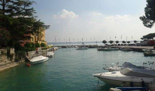 Морський порт Сірміоне