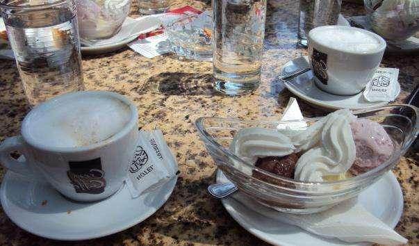 Кафе «Платани»