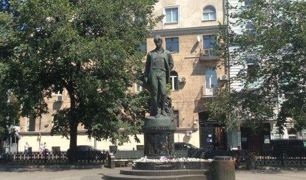 Памятник Сергію Єсеніну на Тверському бульварі