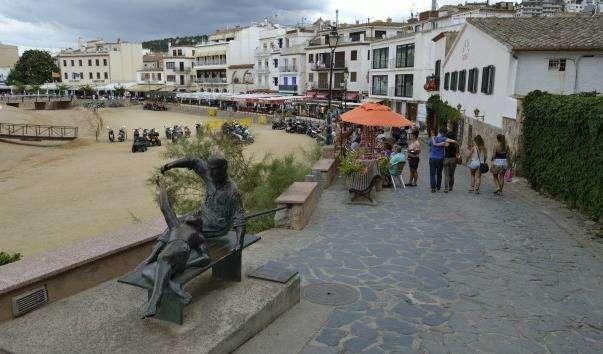 Памятник поколінням у Тосса де Мар