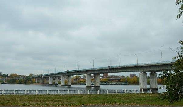 Міст через річку Кострома