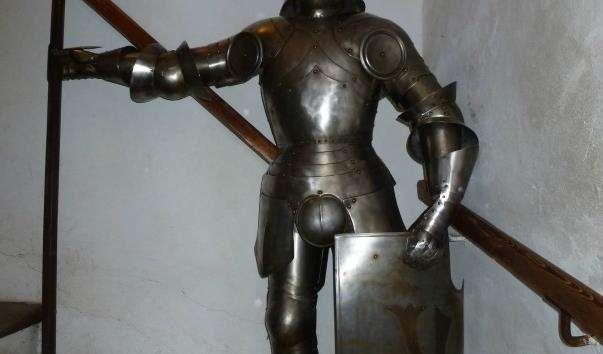 Галерея лицарських обладунків на Золотій вулиці