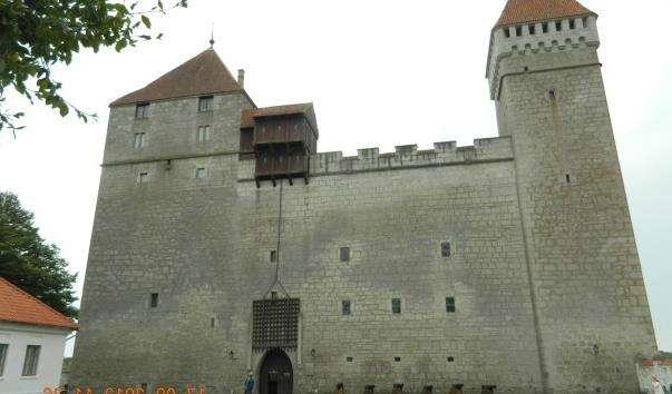 Єпископський замок